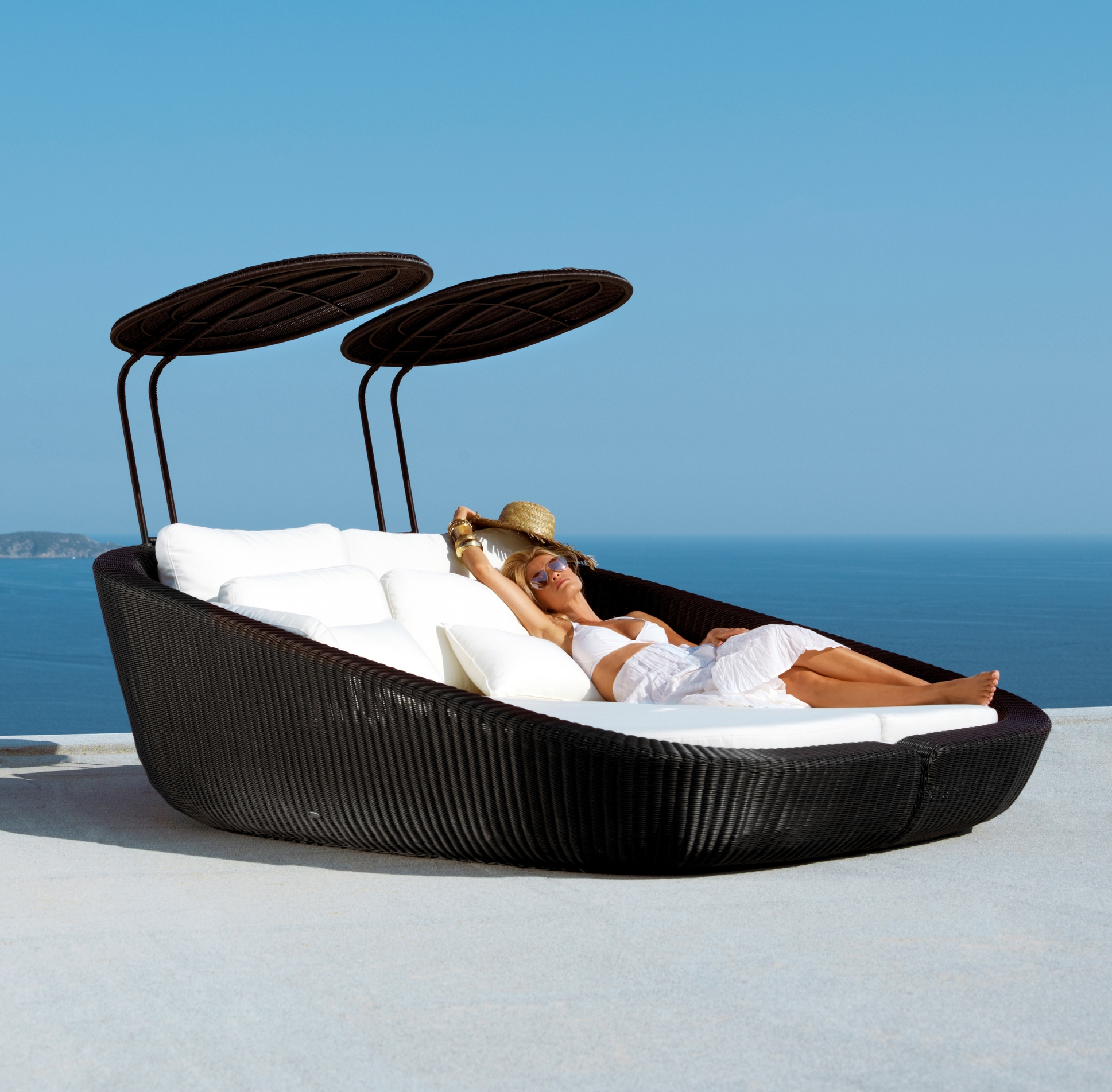 Picture of: Savannah Day Bed Outdoor Furniture Iq Furniture